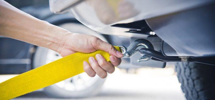 Jak prawidłowo holować auto?